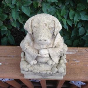 diggety dog statue